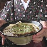 牧のうどん - 博多うどんの具でポピュラーなのは丸天ですが、今回はちょっと変わり種。新発売の緑の天ぷらだそうです。