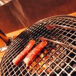 焼肉 しがらき - 極上サーロイン焼き中
