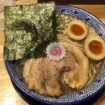 吉岡マグロ節センター - 料理写真:中華そば味玉入り