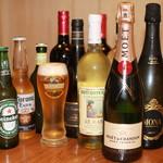 石窯ピザ&ダイニング LIBEROcafe - ドリンク写真:生ビールやワインはもちろん、シャンパン、スパークリングワイン、樽詰めレモンサワーなど約100種類の豊富なドリンクメニューをご用意しております。