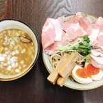 麺屋 みつば - つけ麺・中盛り+味玉+肩ロース