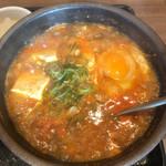 カルビ丼とスン豆腐専門店 韓丼  - グラグラと煮えたぎるお鍋!