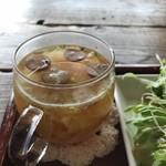 ポチ屋cafe - スープは、日によって変わるそうです、今日は野菜のコンソメスープ、熱々で美味しかったですよ!(2018.11.1)
