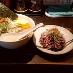 95691704 - 【2018.11.1(木)】味玉白鶏麺(大盛・250g)880円+ミニ丼(蒸し鶏)280円