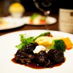 京の野菜とジビエの町家レストラン むすびの - 赤ワインで柔らかく煮込んだジビエ料理