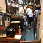 日本酒chintara 燻ト肉 - その他写真:アメリカで17年間ステーキ職人をしていた料理長。肉料理が似合います。