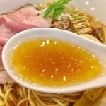 95698016 - 中華そばスープ                       綺麗なスープです