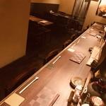 たべよし - 内観写真:大人デート、一人呑みに落ち着くカウンター席