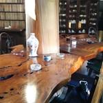 古処 - 大黒柱と大テーブル