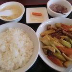 北京老飯店 - 牛肉とセロリの醤油炒め定食