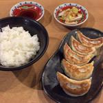 ラーメンめん丸 - 餃子セット320円