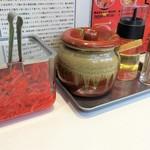 蒙古タンメン中本 - 卓上調味料