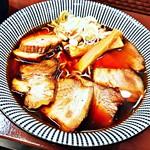 ひだ中華そば 陣屋 - 料理写真:飛騨中華そば焼豚 880円