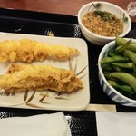 丸亀製麺 - 30分飲み放題1,000円セットの枝豆とかしわ天と、更にはクーポンサービスのえび天