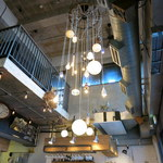 スケロク ダイナー - 吹き抜けの天井。2F席に行ってみたいな~。