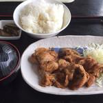 お食事の店マロニエ - 生姜焼き定食 900円 奥のご飯が半分だんご状態 わらしますよ(笑)