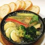 アボカドと野菜のアヒージョ
