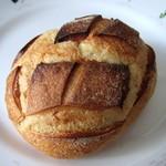 メゾン・カイザー・ショップ - さつまいものパン