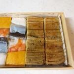 95714574 - 箱寿司1.5人前(焼穴子、海老と厚焼き玉子、木耳・鯛・海老)