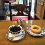 平岡珈琲店 - 思ってたより硬い目のドーナツは素朴系 珈琲と凄く合う