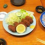 かわ津 - カキフライと刺身
