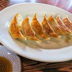 寿楽ラーメン - 「餃子」(350円)も注文。