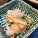 正味亭 尾和 - カキフライ定食1,100円に付くお新香