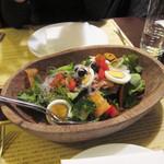 95743723 - 有機野菜の大きなサラダ