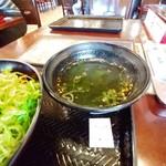 カルビ丼とスン豆腐専門店 韓丼 - わかめスープ。
