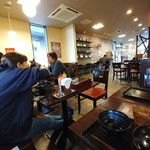 カルビ丼とスン豆腐専門店 韓丼 - 席から店内左手を見る。