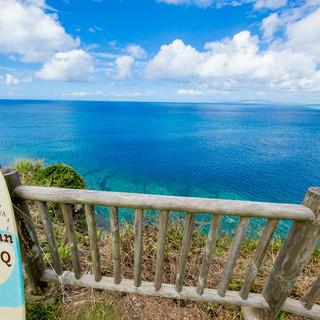 BBQ店は『青の洞窟』上部に位置し、東シナ海を一望の絶景!