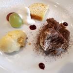 ヴェッキオ コンヴェンティーノ - バニラジェラートとレモンとオレンジのケーキとティラミス。