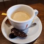 ヴェッキオ コンヴェンティーノ - ビスコッティを添えたカフェ。