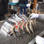 華厳の滝 つみっこ - 料理写真:魚焼いてます!
