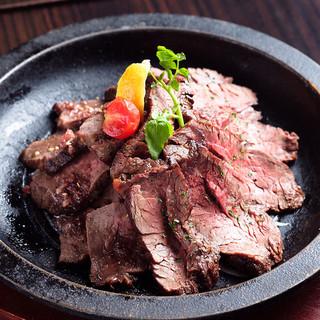 美味しいお肉にもこだわる!「当店で焼き上げるローストビーフ」