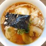 支那そばや - 山水地鶏ワンタン麺(真上から)