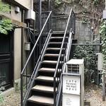 カフェハヴントウィーメットオーパス - 一度外に出て階段アップ♬