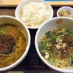 香家 スタイル - ハーフ&ハーフ(鬼・担々麺、麻辣汁なし担々麺)