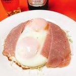 武井食堂 - ハムエッグ!!卵がぷりっとしてます   350円