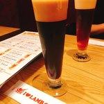 ビアバルNAGAOKAYA - ビール   奥:琥珀の時間    手前:隅田川ビタースタウト