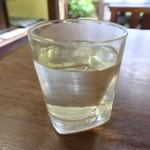 やまに食堂 - 冷や一合(三重県の小さな酒蔵「小川本家」さんの福千代)