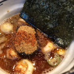 麺処 井の庄 - 辛辛魚つけ麺  つけ汁  ズームアップ!