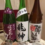 桜肉寿司と飛騨牛もつ鍋 TATE-GAMI - 利き酒セット