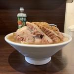 ピコピコポン - 【2018.10.20】ラーメン780円のサイドビュー。