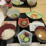 和食 や彦 - 暫く待つと注文した朝食御膳の出来上がりです。