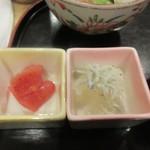 和食 や彦 - 朝食の定番、辛子明太子としらすおろしも御膳には乗ってます。