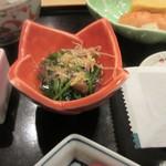 和食 や彦 - 小鉢はもう一品お浸しが添えられてました。  私にはやっぱり朝は和食が一番、美味しい朝食をいただいて新潟観光へと向かいました。