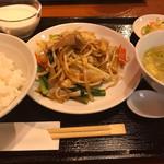 鴻 - レバーと野菜の炒め(醬油味) ランチ