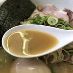 麺や 福一 - とてもクリーミーな豚骨スープ