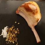 アイスランドラム肉の店OZ - ラムチョップ400円(税抜)
